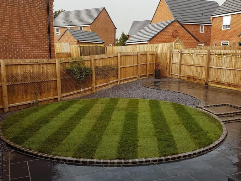 Beautuful striped circle lawn